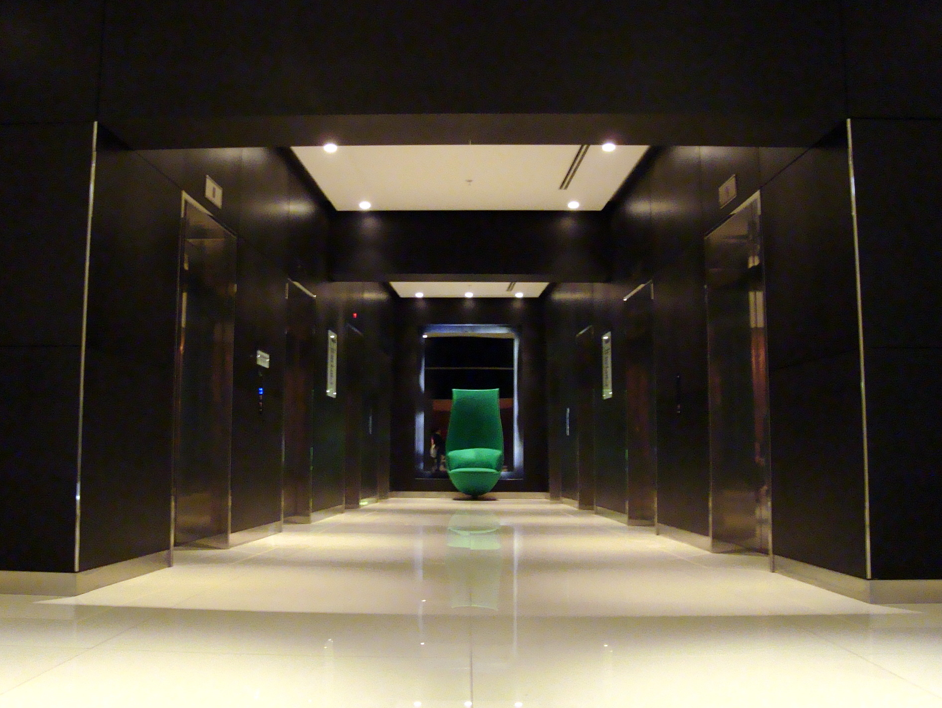 elevator-pitch-lobby-park-plaza-hotel-westminster-bridge-london