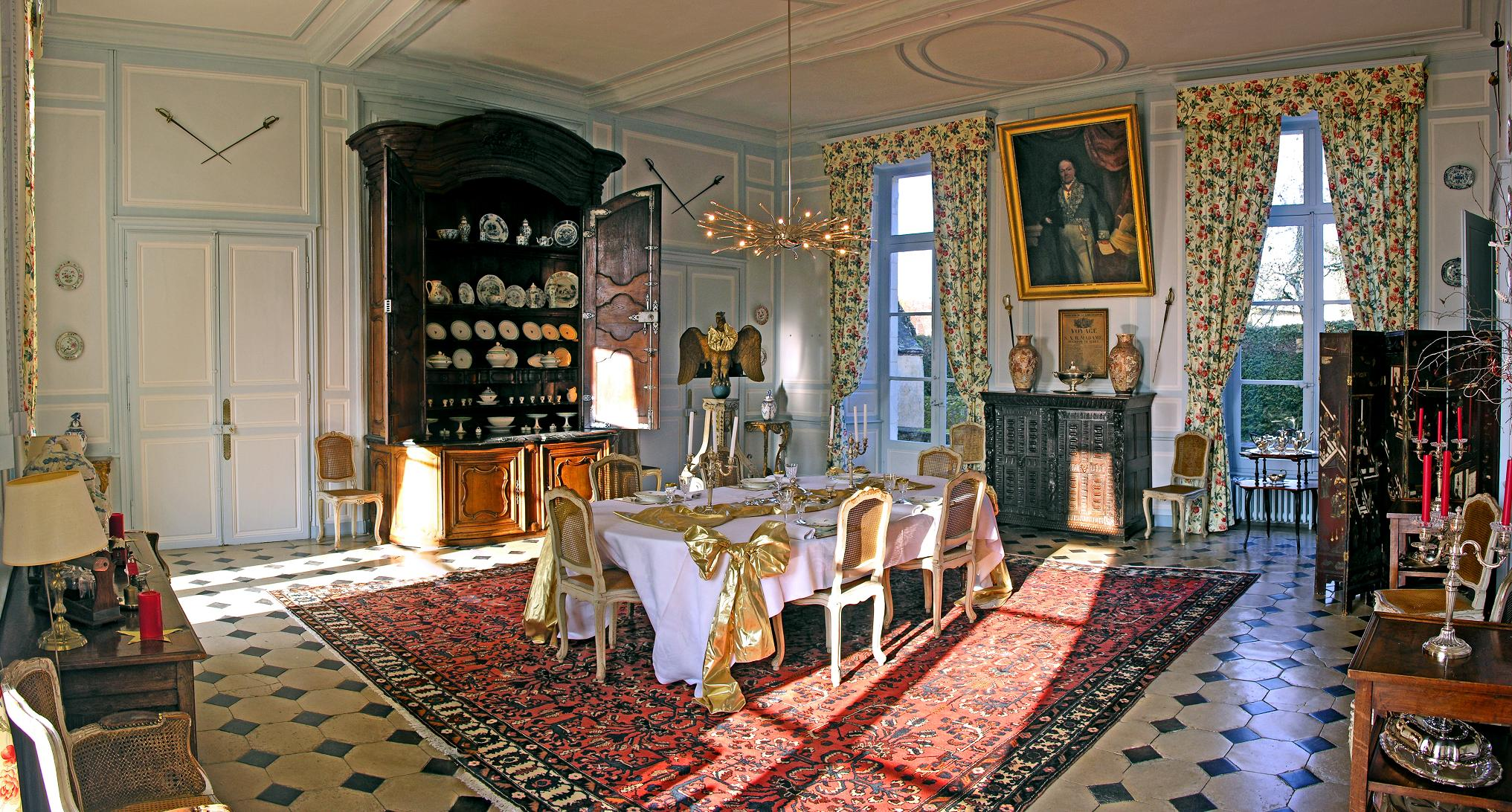 dining-room-chateau-barre-hotel-vanssay-loire-france