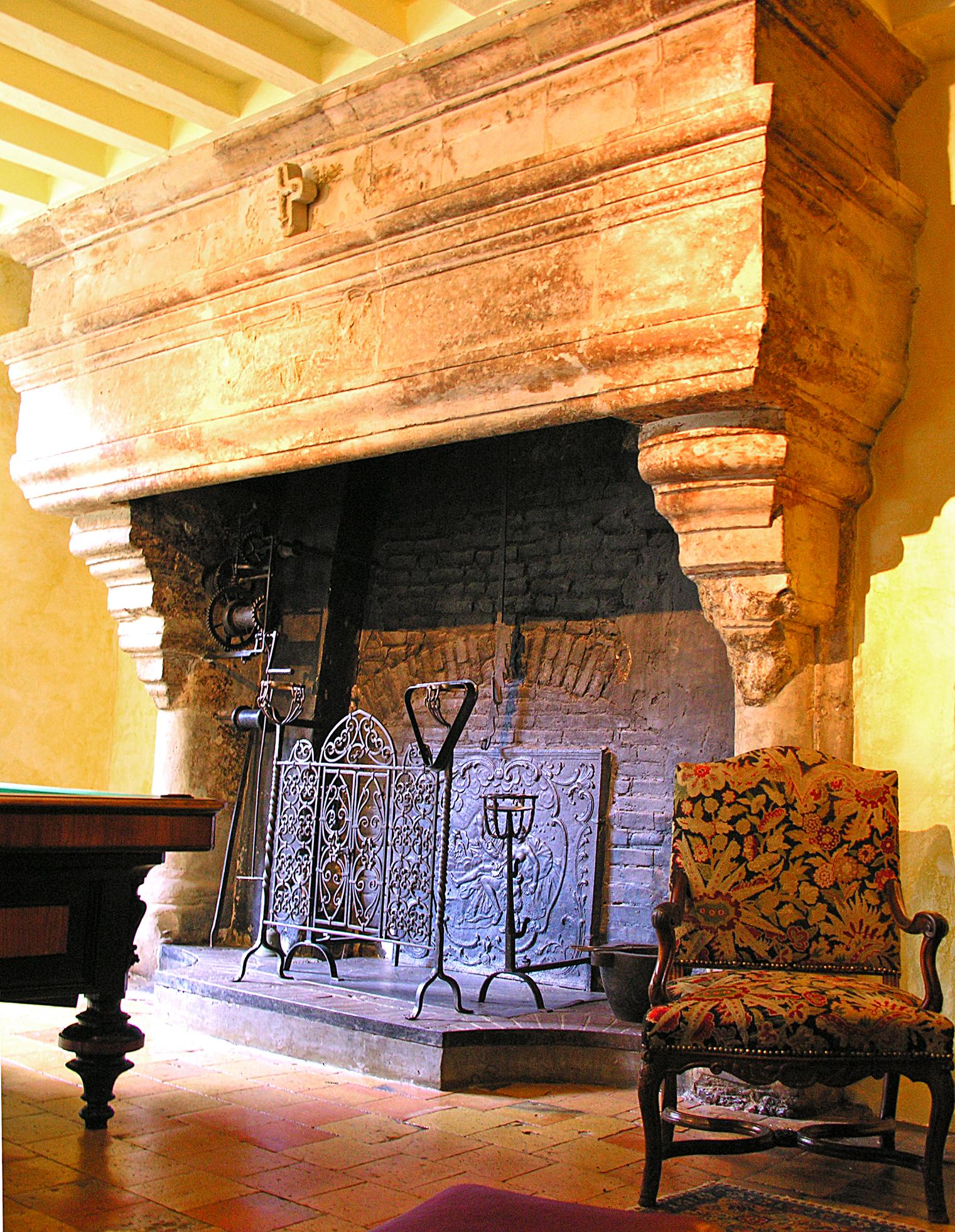 fireplace-chateau-barre-hotel-vanssay-loire-france