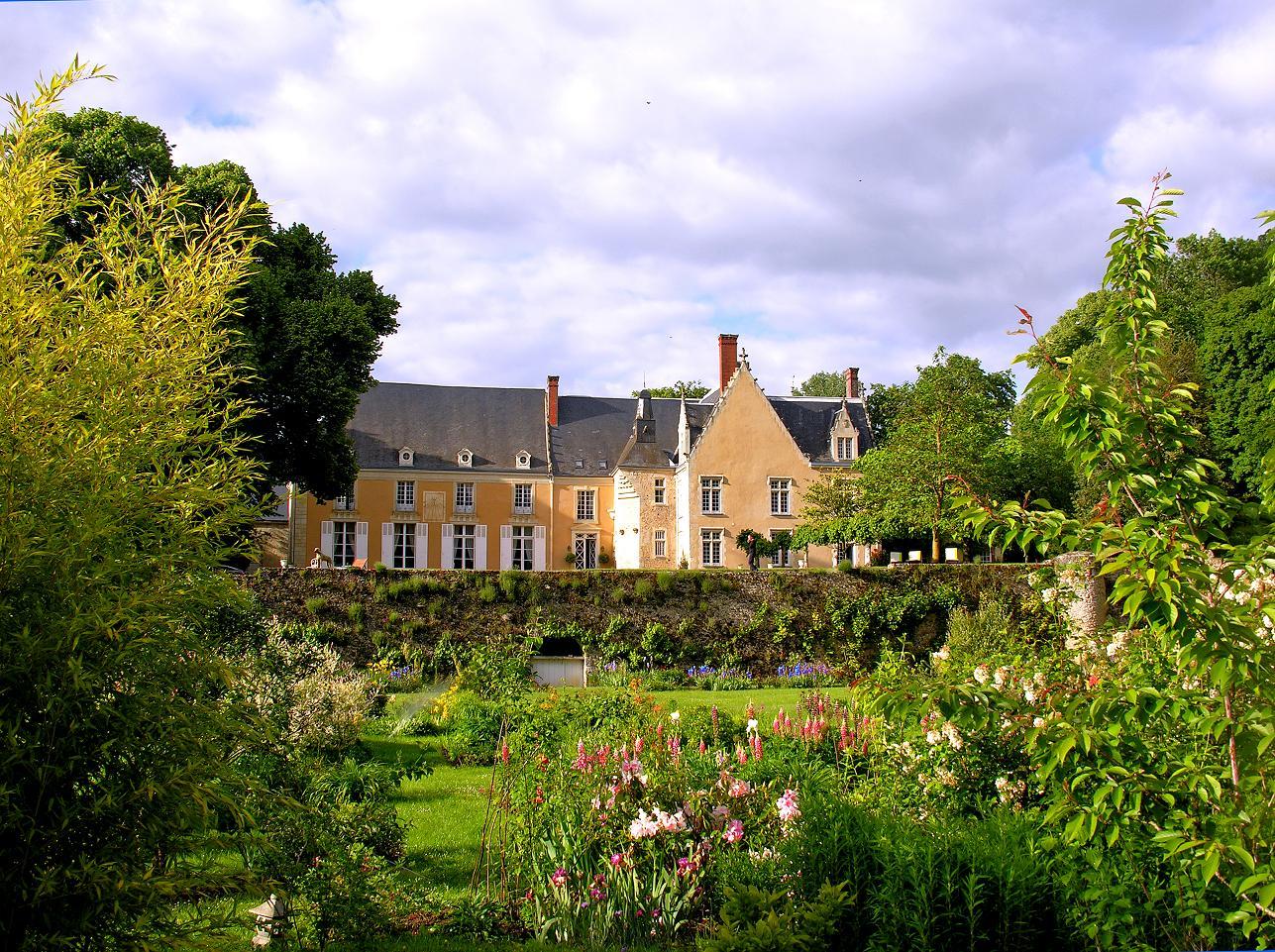 garden-view-chateau-barre-hotel-vanssay-loire-france