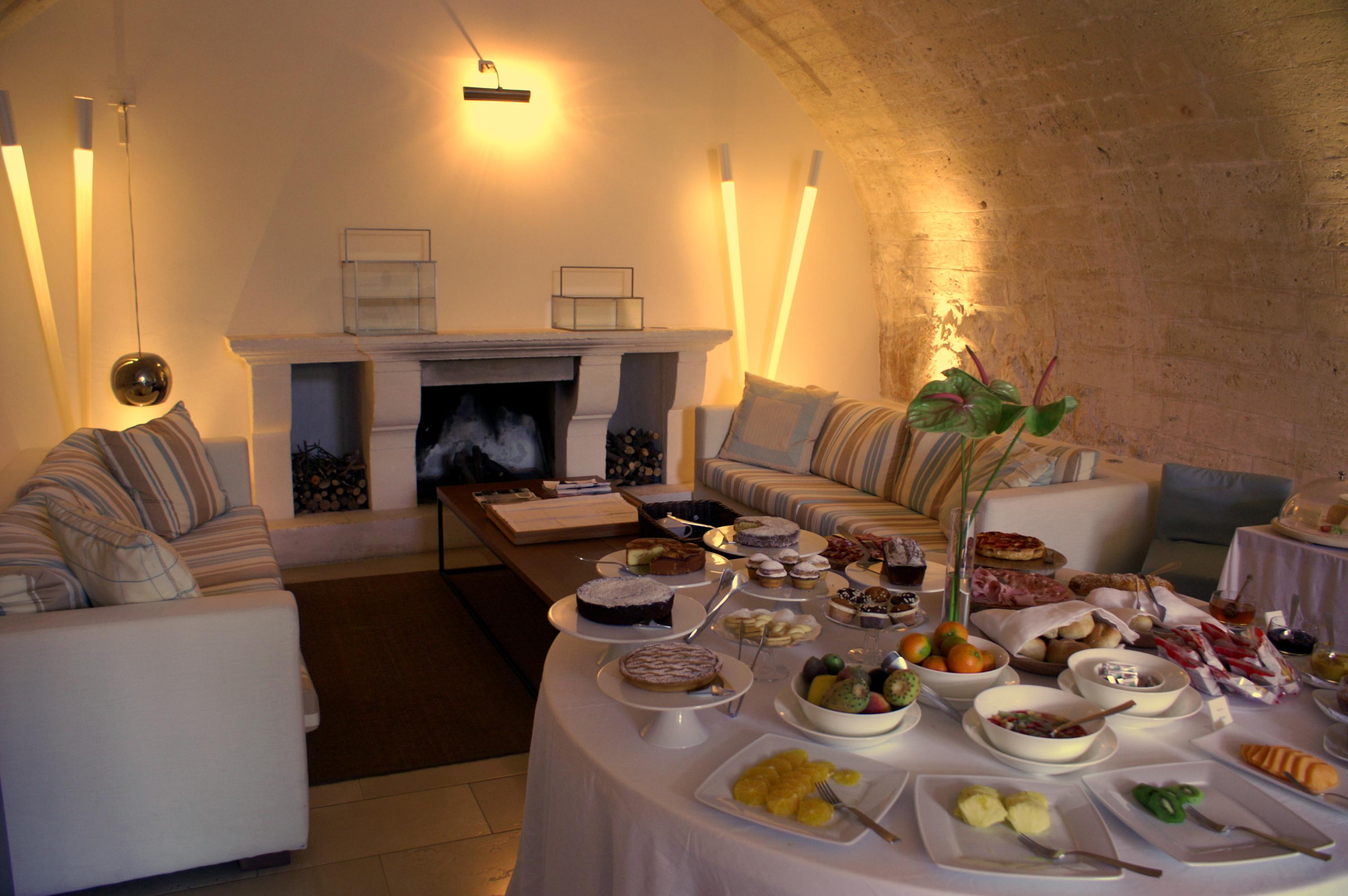 breakfast buffet at La Sommità Relais hotel, cavernous room, decorative illumination