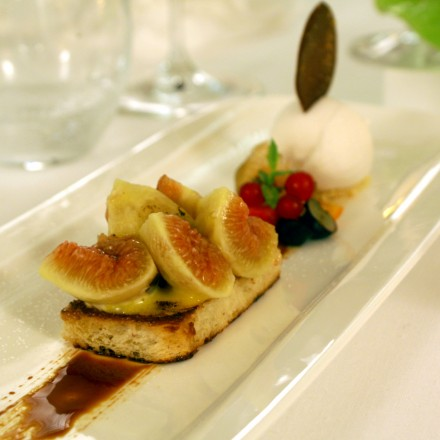 salad of figs with cheese on bread with caramelised almonds, sabayon au gratin and lemon grass sorbet