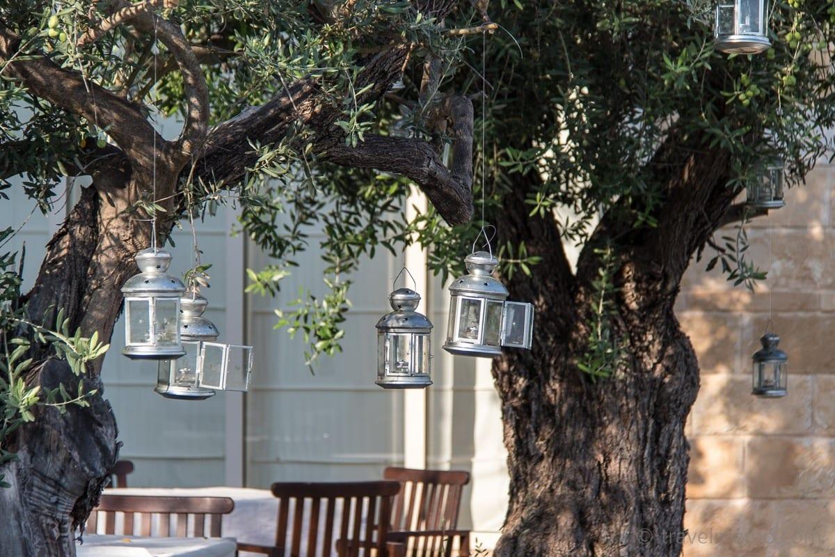 Laternen auf der Terrasse des Helios Restaurants