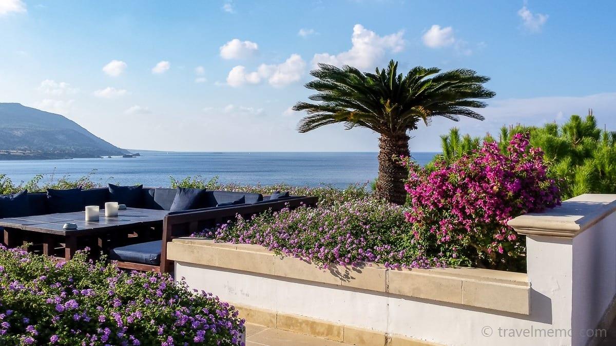 Lounge mit herrlichem Ausblick auf das Mittelmeer