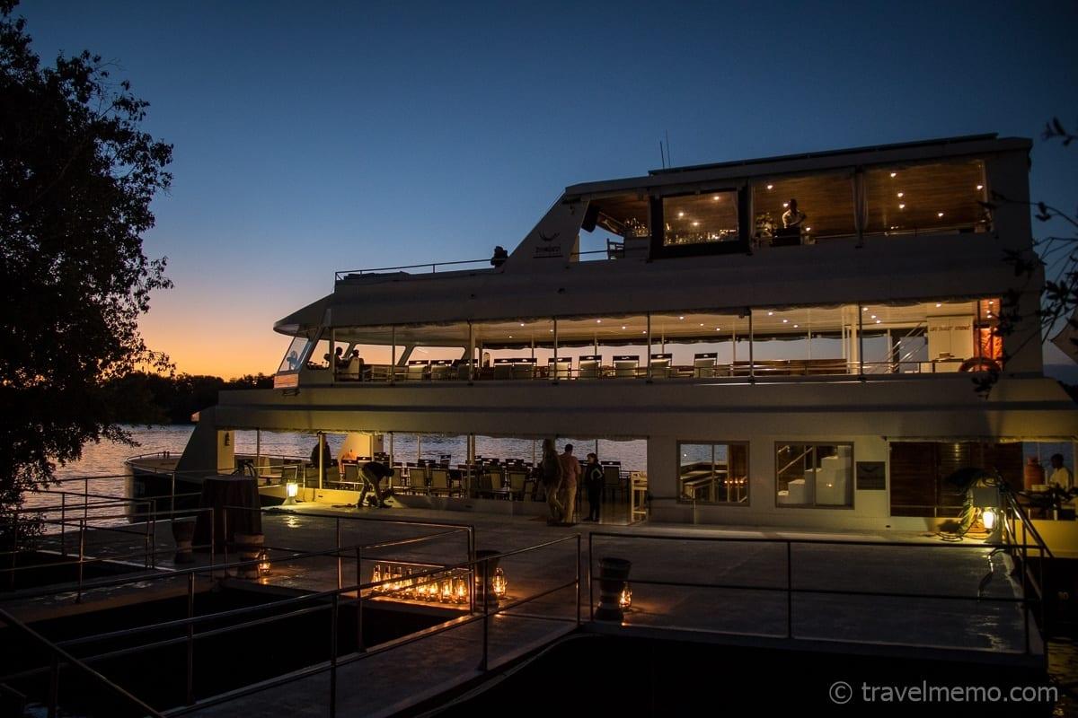 Zambezi Explorer zur blauen Stunde