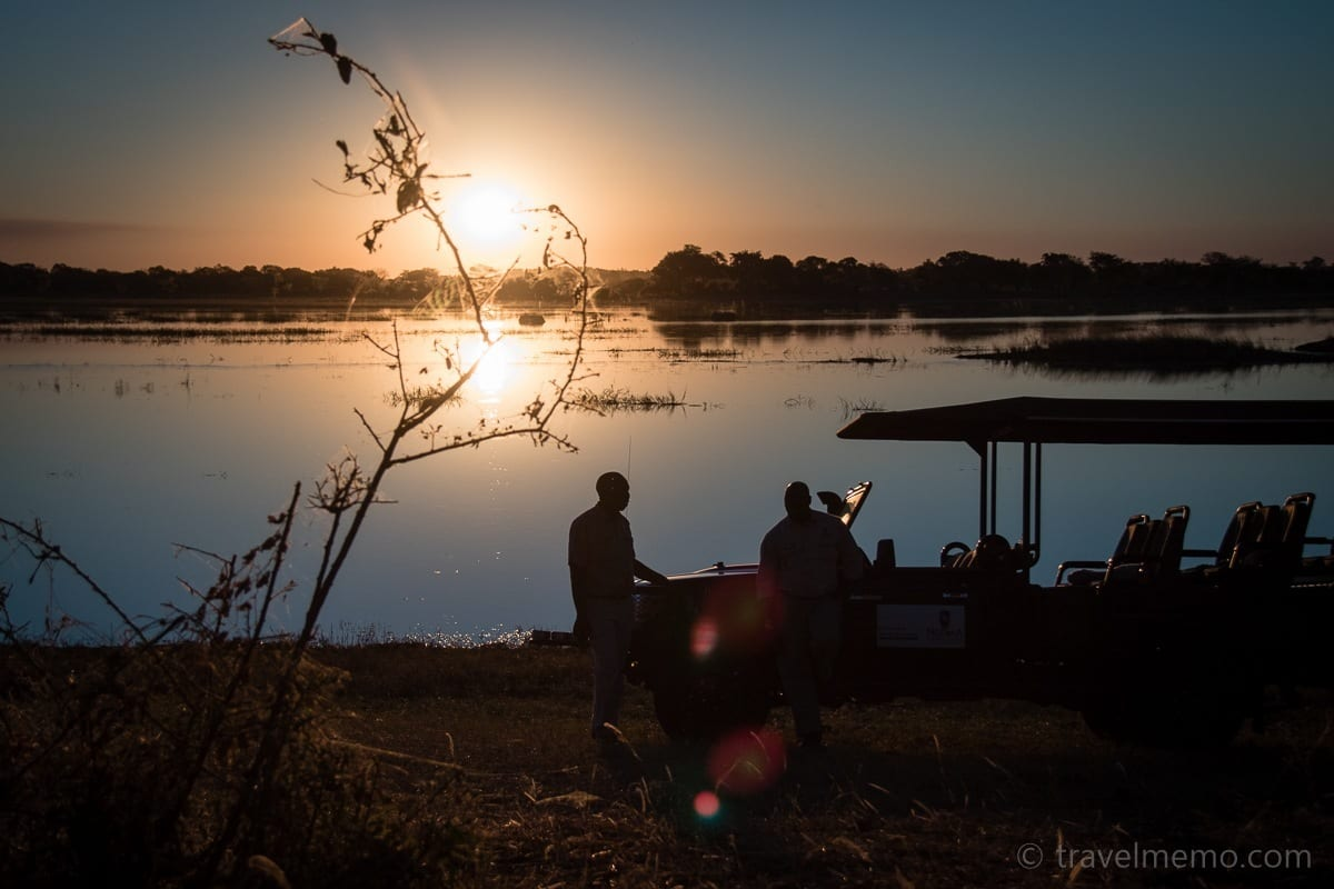 Sundowner am Chobe Fluss